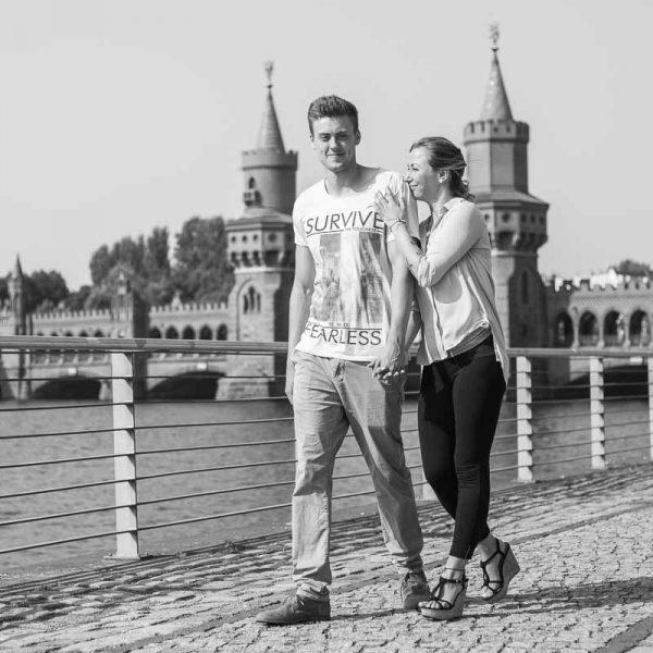 Paar an der Warschauer Brücke