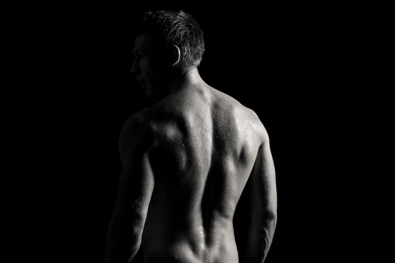 erotisches Shoting Mann von der Rückansicht