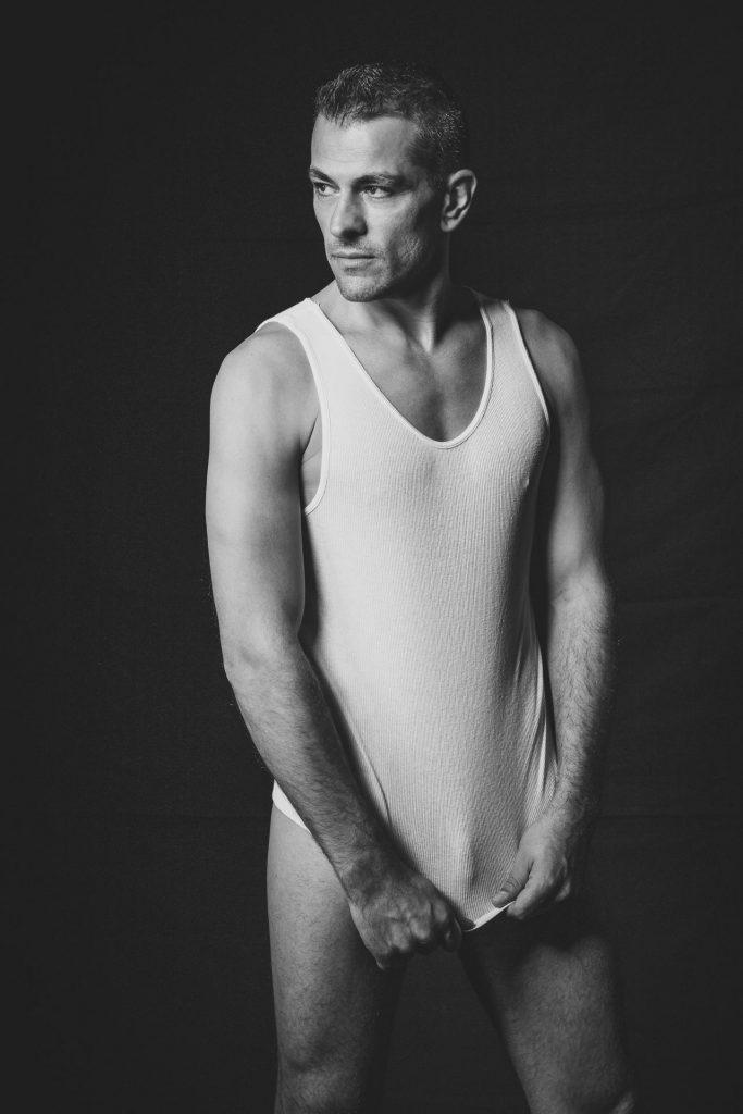 akt-erotische-sexy-fotos-male-berlinblick-male-schwul-gay-shirt