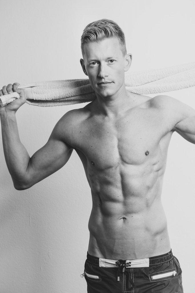 akt-erotische-sexy-fotos-male-berlinblick-male-schwul-gay--oben-ohne
