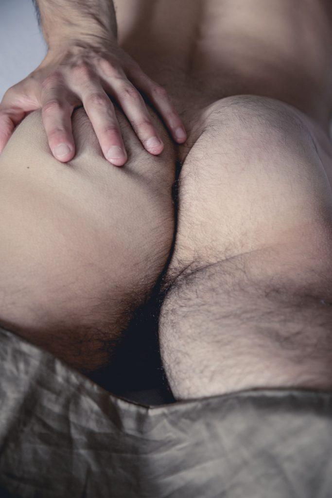 akt-erotische-sexy-fotos-male-berlinblick-male-schwul-po