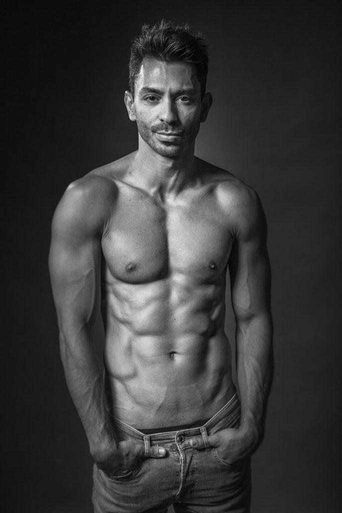 akt-erotische-sexy-fotos-male-berlinblick-gay-shooting-topless-mit-jeans